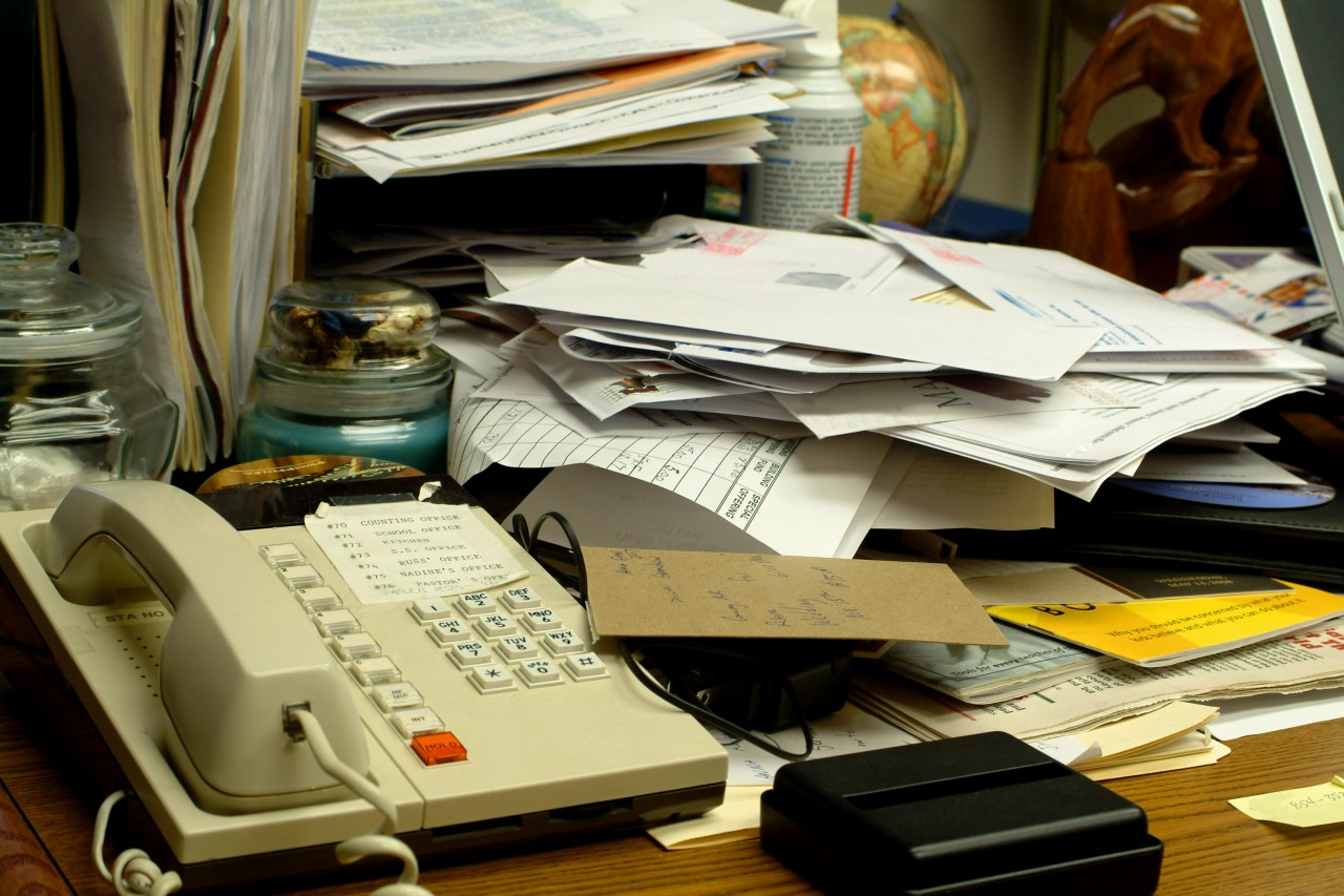 Tips & Co. - Messy and cluttered desks